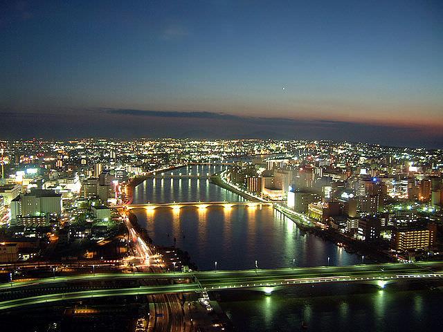 640px-朱鷺メッセから見る夜景